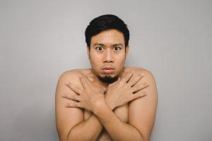 Männerbrust durch Hormone im Essen